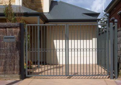 Marino Design Centre Row Circles; Double Gates; Woodland Grey; Glenelg