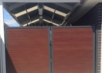 Springfield Design – No Gaps; Blackbutt Decowood Slats 65×16; Monument Frame; Woodcroft