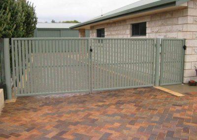 Kensington Design Vertical 65x16 Slats Double Gates with Lokk Latch Kingston SE Wilderness